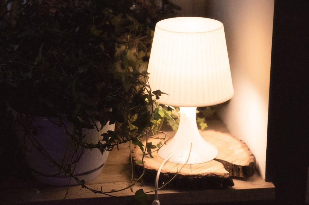 Skapa ett mysigt och spännande hem med Kartell bordslampa