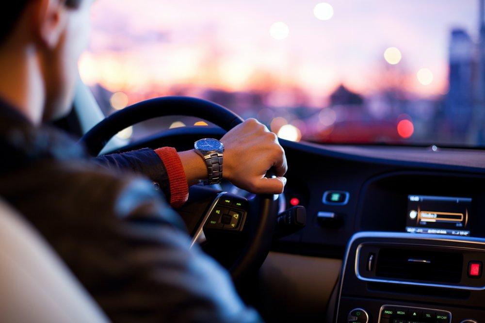 Ta hjälp med bilreparation i Farsta